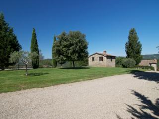 Idillic Stone Hay Barn with Pool Views  2BR/1BA, Montone