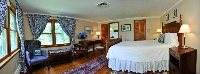 Harborside room, water view, 2nd floor, queen bed, private bathroom