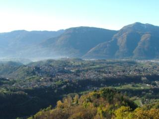 A House with a View in Ancient Tuscan Village., Barga