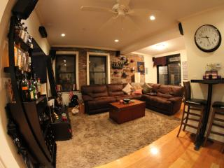 LES 3BR Duplex w Private Backyard-Superbowl Dream!, Nueva York
