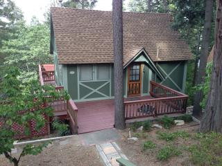 Cozy Cottage/HOT TUB!/Use of Beach Club Pass, Lake Arrowhead