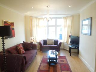 Gorgeous 3 bed house near Central London (zone 2)