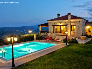 Traditional Luxury Villa With Private Pool & View, Chania