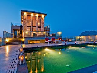 Seafront Luxury Villas With Pool & Tennis Court