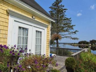 Beach Cove Cottage overlooks the peaceful cove of Port Medway