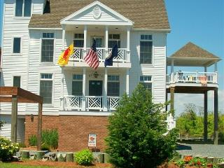Waterfront, 5 BR, 4 BA, Elevator, sleeps 10, Ilha de Chincoteague