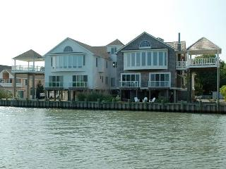 Waterfront, 5 BR, 4 BA, Elevator, sleeps 10