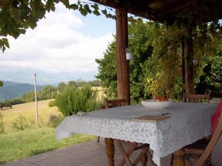 C18 stone farmhouse with panoramic mountain views, Castorano