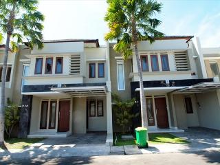 Centrally Located Cozy Townhouse, Kuta