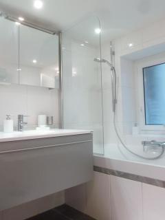 Full modern bathroom