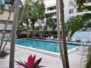 Beach apartment. - Pompano Beach, FL