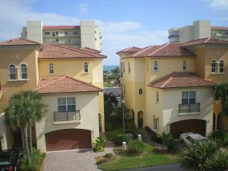Direct ocean views - 3 story villa w/priv elevator, Jensen Beach