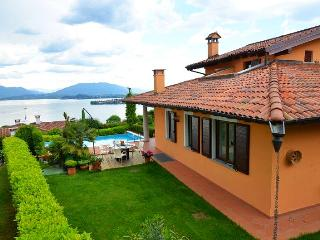 Family-Friendly Villa with Pool with Views of Lake Maggiore - Villa Flavia, Meina