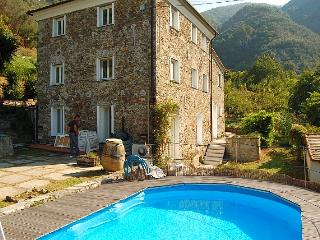 Rustic and peaceful villa with pool near Levanto