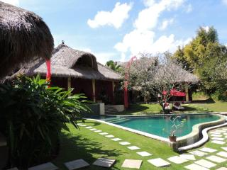 Gia, 4/5 Bedroom Villa, 5 minutes from Seminyak