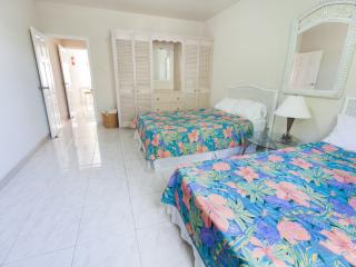 Spacious a/c 1 bed nr beach-Apt 5 Balcony Rock