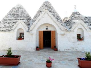 Trullo del mirto, With Pool in a panoramic area a few kilometers from the sea