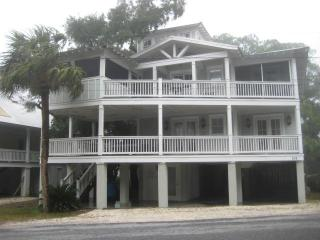 ,North Quiet end, 1 block to beach access, Dog fri, Isla de Tybee