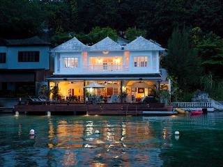 WATERFRONT VILLA, FULLY STAFFED! Mamiti Blue, Port Antonio 5BR