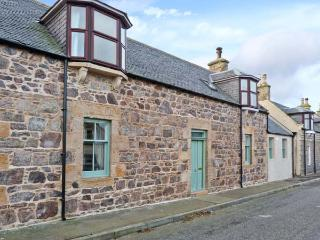 SEASPRAY, former fisherman's cottage, woodburner, modern and character features, close to beach, in Portknockie, Ref 22242