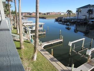Waterfront Condo that overlooks the pool & close to Schlitterbahn, Corpus Christi