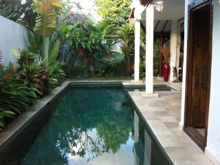 Villa Private, 2 bdr, Quiet at Séminyak Center, Seminyak