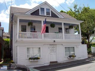 Quaint Seaside Village Studio Steps  From Beach, Rockport
