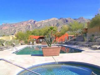 Close to Sabino Canyon 2br 1 bath condo, Tucson
