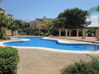 Stunning Townhouse in Puerto Banus with FREE WIFI, Puerto Banús