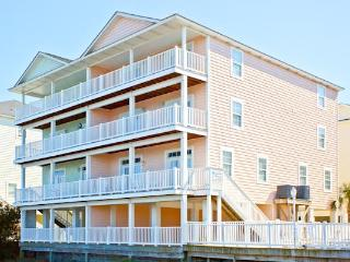 3800 SQUARE FEET OF FAMILY FUN! 8 bedrooms ~ Free Golf Cart Included!! BEST RATE, North Myrtle Beach