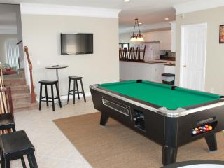 Sleeps up to 22 with 8 bedrooms ~ PRIVATE SEASONAL POOL ~ Pool Table, North Myrtle Beach