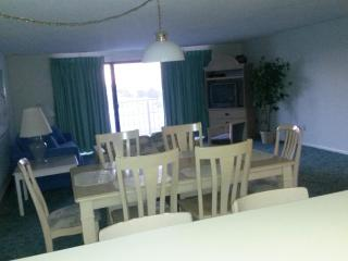 3 BR OS Condo Waves ***Book Online*** Best deal in, Ocean City