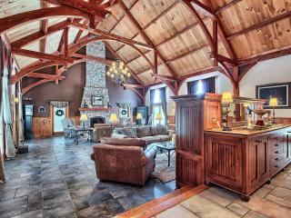 Hocking Hills Luxury  Lodge . Experience the Best