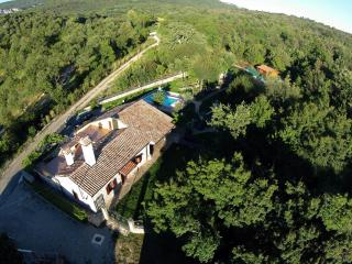 PERFECT FOR FAMILIES WHO ENJOY IN PEACE&NATURE, Buzet