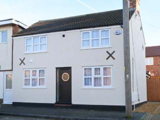 KITTIWAKE COTTAGE, two mins walk to the beach, WiFi, pet-friendly, enclosed garden, in Hunstanton, Ref. 30941