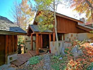 Beautiful Views, 4 Bedroom 4 Bath Cabin, Hot Tub, Wood Burning Fireplaces, Sundance