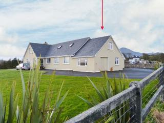 CARROWCALLY HOUSE, cosy property with views over tidal inlet, flexible