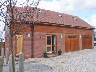 OWL'S HOOT, all ground floor, off road parking, ideal for couples and families, in Stratford-upon-Avon, Ref 904549
