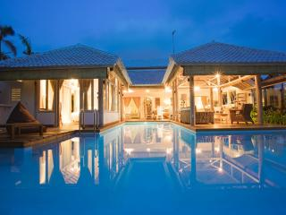 CocoWhite Villa 3 bd HEART OF SEMINYAK, near BEACH