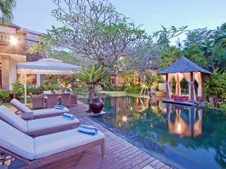 Arwana, Luxury 4 Bedroom Villa, 10 min to Seminyak