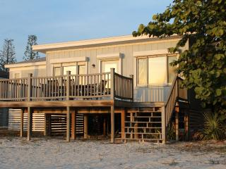 Family-friendly Beach Front Cottage - Sleeps 10