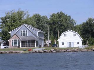 Lake Poygan Rental Cottage - County Hwy H, Tustin (Fremont) WI