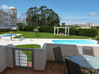 nazare 2 x bed poolside apartment, Nazare