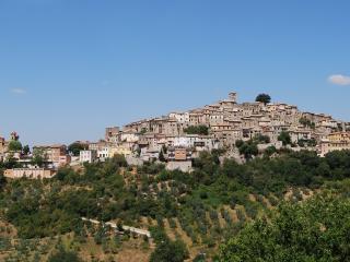 Il Sogno: Serene Elegance-Medieval Town near Rome
