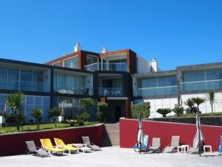 Marina Mar II: Three-Bedroom House with Ocean View, Vila Franca do Campo