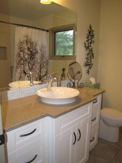 Main bathroom with quartz stone counter