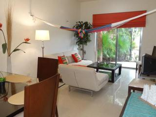 CASA ANA, 1 BR at COCO BEACH, best of both worlds, Playa del Carmen
