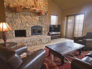 Enjoy majestic views, watch TV on the internet-ready hi-def TV, or cozy up in winter near the fire