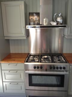 top quality kitchen. large oven