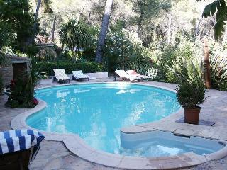 Excellent Studio Rental with a Pool, Terrace, Grill, La Ciotat